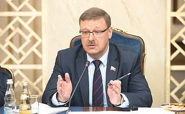 Встреча К. Косачева снаблюдателями отпарламентов стран СНГ