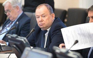 В. Лаптев