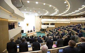 Сенаторы исполняют гимн России перед 412-м заседанием Совета Федерации