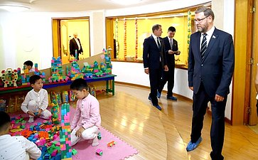 Посещение Кёнсанского детского сада