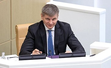 Геннадий Голов