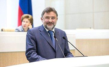 В. Шверикас