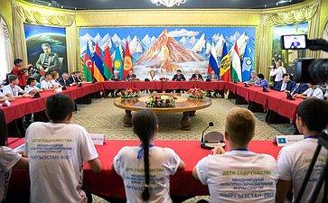 Встреча В. Матвиенко сучастниками Международного культурно-образовательного форума стран СНГ «Дети Содружества»