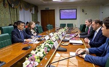 Встреча Константина Косачева сглавой представительства Управления Верховного Комиссара поделам беженцев ООН вРФ Ванно Нупеком