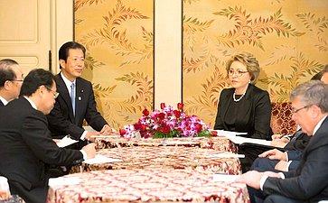 Встреча делегации СФ спредседателем партии Комэйто, входящей вправящую коалицию, Н.Ямагути