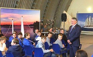 Встреча Ю. Воробьева сюными корабелами