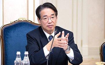 Встреча Ильяса Умаханова сЧрезвычайным иПолномочным Послом Японии вРФ Тоёхиса Кодзуки