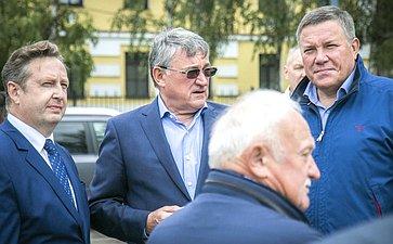Юрий Воробьев посетил строящийся участок набережной реки Вытегра иосмотрел старинное судно– ладью XVII века