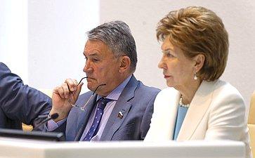 Заместители Председателя Совета Федерации Ю.Воробьев иГ.Карелова