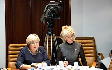 Ольга Хохлоа иДина Оюн
