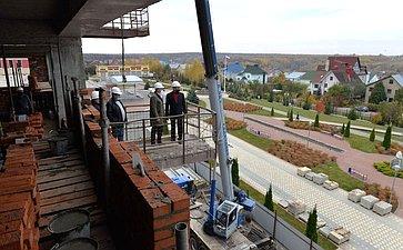 Николай Федоров ознакомился сходом строительства дополнительного четырехэтажного корпуса Федерального центра травматологии, ортопедии иэндопротезирования вг. Чебоксары