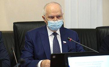 Встреча заместителя председателя Комитета СФ помеждународным делам Фарита Мухаметшина спредставителями Группы стратегического видения «Россия-Исламский мир»