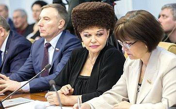 А. Варфоломеев, В. Петренко иЕ. Попова