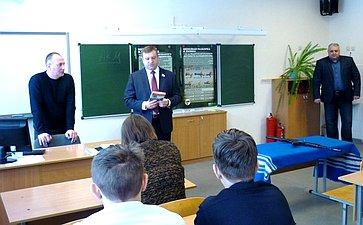 А. Кондратьев встретился сучителями ивоспитанниками Бондарской средней школы