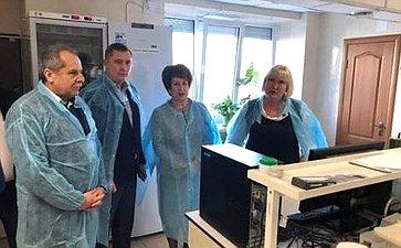 Екатерина Алтабаева иВалерий Куликов посетили вСевастополе лабораторию попроверке продукции наГМО ипестициды