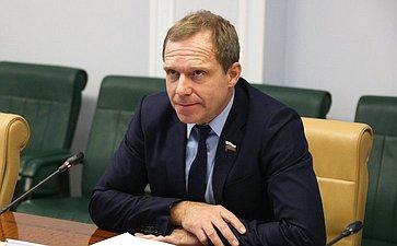 А. Кутепов подготовил поправки взаконодательство осамовольных постройках