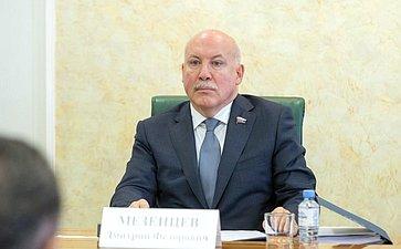 Д.Мезенцев: Закон о«22-й кнопке» позволит максимально сохранить объем вещания ожизни регионов имуниципалитетов