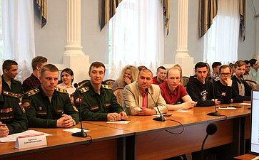 Юрий Воробьев принял участие взаседании молодежного Дискуссионного клуба