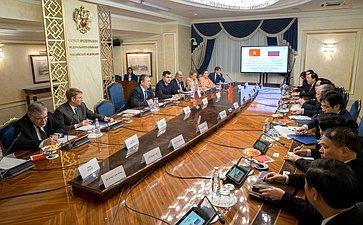 Встреча Е. Бушмина счленом Политбюро, постоянным секретарем, председателем Комиссии партийного контроля ЦК Коммунистической партии Вьетнама Ч.К.Выонгом