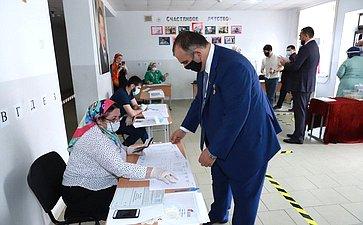 Мохмад Ахмадов принял участие вобщероссийском голосовании повопросу одобрения изменений вКонституцию Российской Федерации