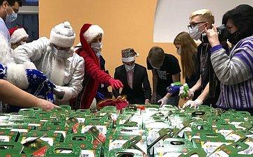 Татьяна Кусайко приняла участие вблаготворительной волонтерской акции «Дед Мороз вкаждый дом»