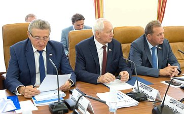 С. Лукин, Н. Тихомиров иВ. Павленко