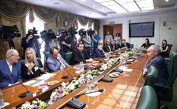 Встреча Андрея Климова смеждународными экспертами, прибывшими вМоскву вкачестве иностранных обозревателей всвязи спроведением Единого дня голосования 8сентября 2019года