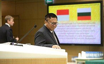 Председатель Совета представителей регионов Народного консультативного конгресса Индонезии Усман Сапта