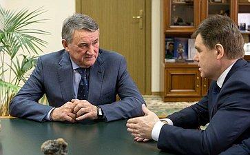 Ю.Воробьев провел встречу сЧрезвычайным иПолномочным Послом Республики Беларусь вРФ И.Петришенко