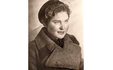 Синельникова Анна Федоровна (1920–2007). Вовремя войны была медицинской сестрой. Спасала илечила раненых. Бабушка сотрудницы Аппарата СФ Э.Фроловой