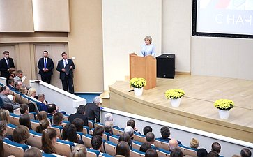 Председатель Совета Федерации открыла церемонию посвящения встуденты будущих врачей вНациональном медицинском исследовательском центре имени В.А. Алмазова вСанкт-Петербурге