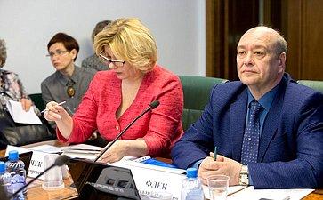 Заседание Комитета СФ посоциальной политике сучастием представителей власти Архангельской области