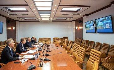Совещание порассмотрению вопроса остроительстве рыболовецких судов исудов-краболовов наверфях Дальнего Востока