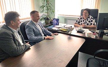Олег Алексеев посетил Новопушкинский мясокомбинат вЭнгельсском районе