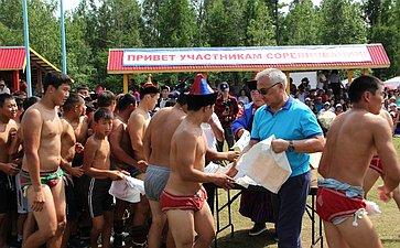 Б. Жамсуев принял участие воткрытии культурно-спортивных мероприятий, прошедшем внациональном парке «Алханай»