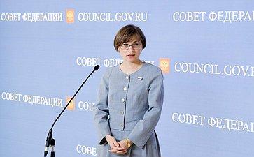 Людмила Бокова подход к прессе на 358 заседании Совета Федерации
