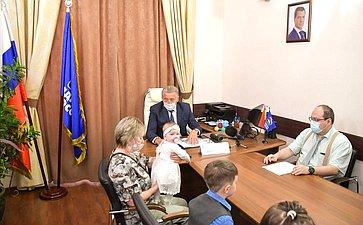 Сергей Лукин входе работы врегионе принял участие вакции «Собери ребенка вшколу»
