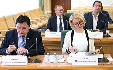 Александр Акимов иИрина Гехт