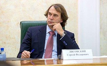 С. Лисовский