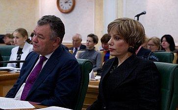 Участники парламентских слушаний на тему «Практика и направления совершенствования проведения единого государственного экзамена в Российской Федерации» 2