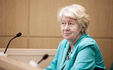 Наталья Дементьева на 358 заседании Совета Федерации