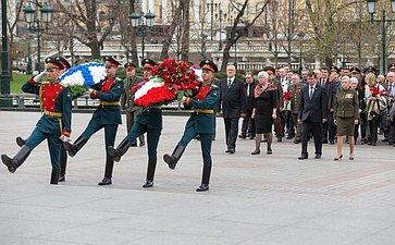 Члены Совета Федерации отКрыма иСевастополя приняли участие вторжественной церемонии, посвященной 71-й годовщине Победы вВеликой Отечественной войне и72-й годовщине освобождения Крыма