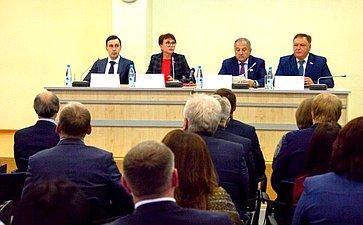 Дмитрий Шатохин иТатьяна Кусайко проинспектировали ход реализации нацпроектов вКировской области