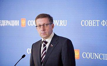 Алексей Майоров подход к прессе на 358 заседании Совета Федерации