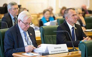 В. Марков иВ. Кравченко
