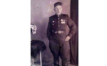 Майоров Александр родился 1926году воВладимирской области. 5сентября 1944года был призван вряды Советской Армии. Служил в7-м гвардейском танковом полку шофёром. Награждён медалями. Дядя сенатора О. Хохловой