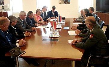 Встреча сенаторов сГенеральными секретарями Минобороны Австрии
