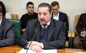 Леонид Холод