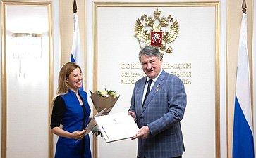 Ю. Воробьев вручил награды лучшим сотрудникам исполнительной дирекции Русского географического общества