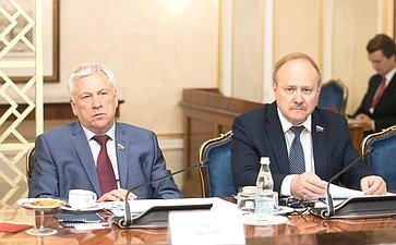 Ю. Липатов иВ. Иконников
